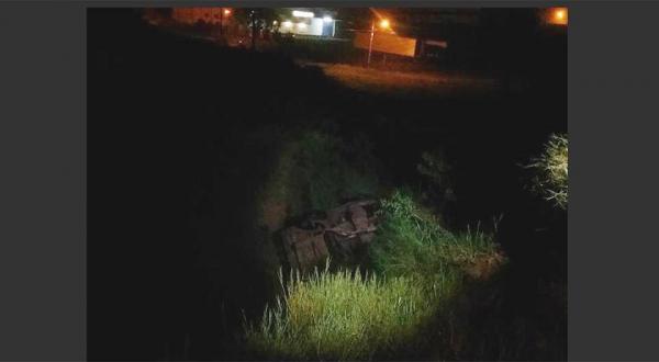 Ladrões furtam veículo e caem em buraco de quatro metros, em Dionísio Cerqueira