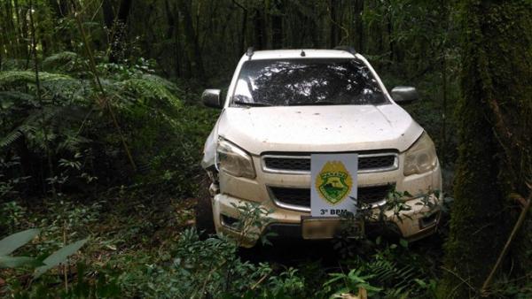Armas e camionete são roubadas de propriedade rural