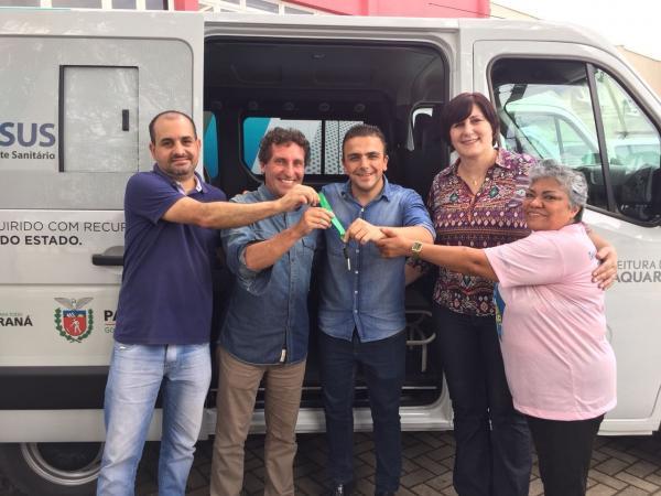 Em Piraquara, Aliel entrega ambulância e visita hospital