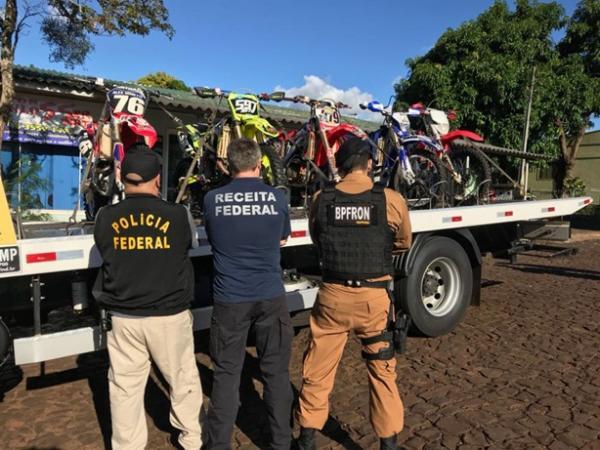 Polícia Federal, Receita Federal e BPFron apreendem motocicletas, pneus e cigarros contrabandeados