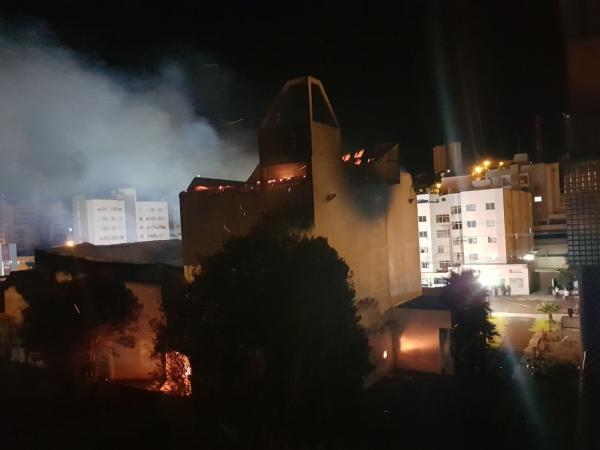 Incêndio destrói Teatro Municipal de Pato Branco