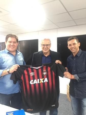 Presidente do furacão juntamente com Prefeito de Barracão e Secretário de Esportes/Foto:ASCOM