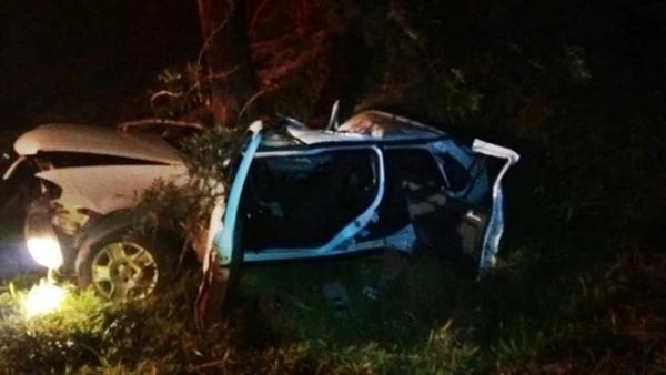 Rapaz morre após veículo bater em árvore na BR-163