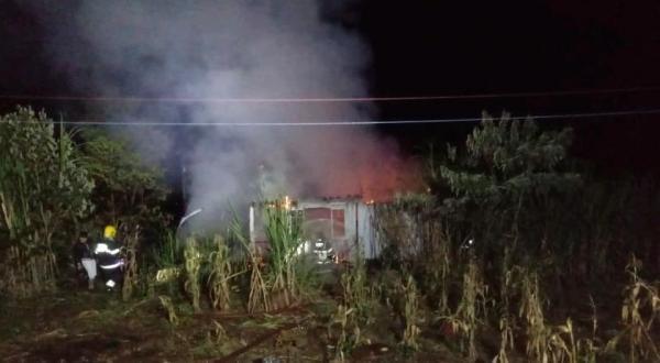Casa é destruída por incêndio em São Miguel do Oeste