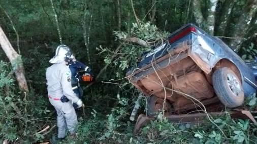 Condutor morre após veículo colidir em árvores na BR-158
