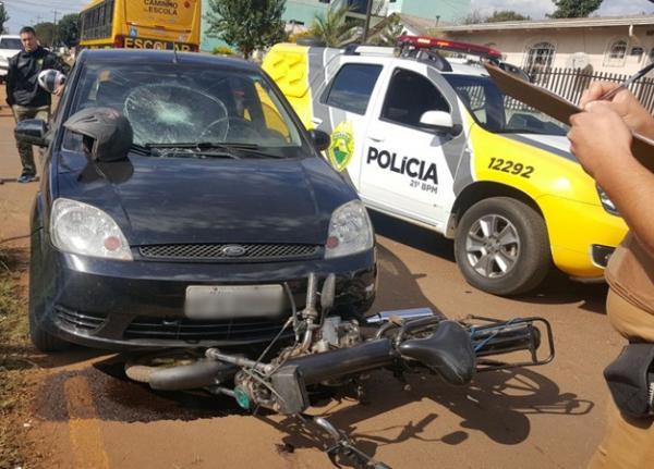 Homem fica ferido em acidente entre automóvel e bicicleta