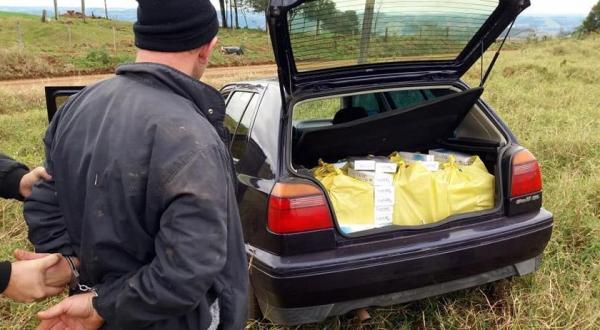 Homem é preso após fugir com carga de cigarros contrabandeados