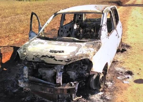 Veículo furtado é encontrado incendiado
