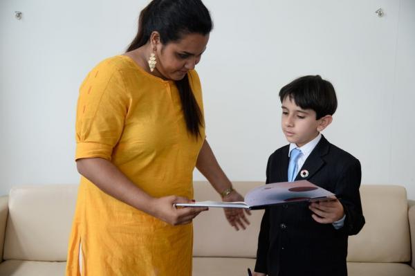 Menino brasileiro vai até Nova York para pedir que o português se torne língua oficial da ONU