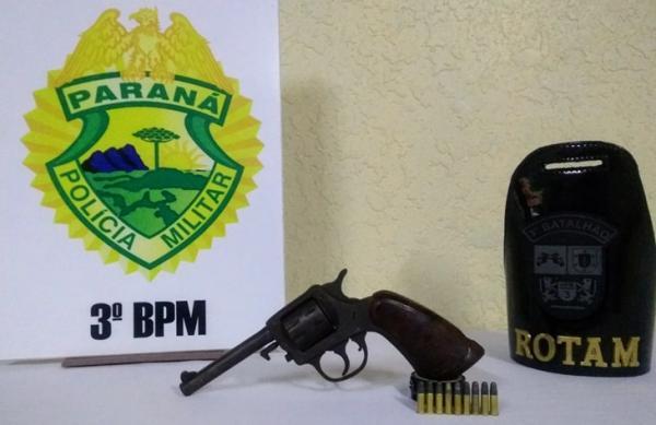 Rapaz é baleado ao apontar arma de fogo para a polícia