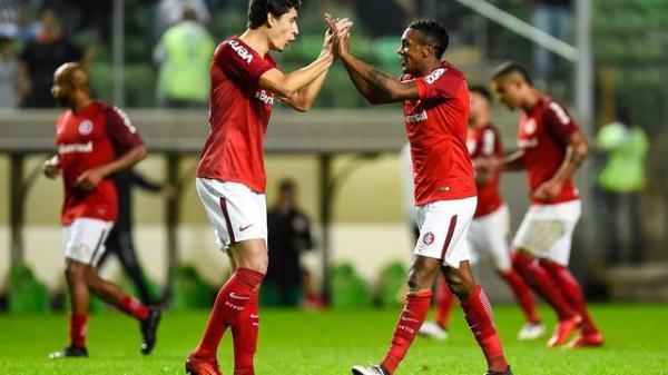 Inter vence o Atlético-MG e sobe para terceiro