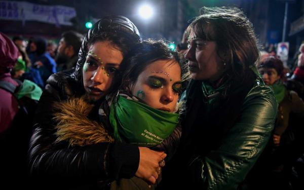 Senado da Argentina rejeita legalização do aborto no país