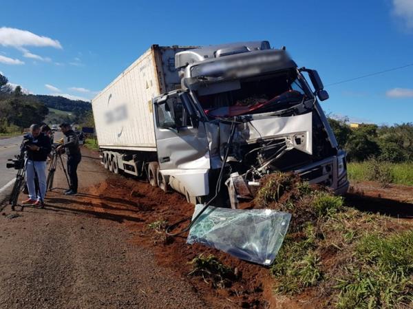Colisão entre caminhões deixa um ferido na PR-280