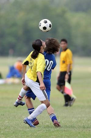 Por que um especialista em lesões cerebrais quer restringir a cabeçada no futebol