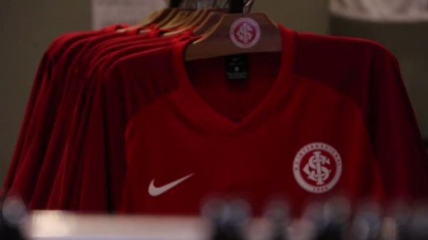 Em ação nas redes sociais, Inter divulga número da camisa de Paolo Guerrero