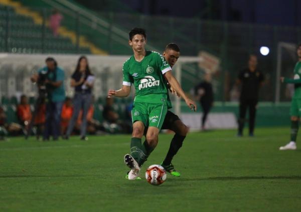 Kendy ganha chance e elogios de Guto Ferreira