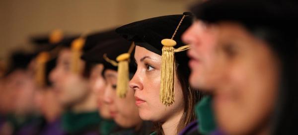Universidade americana anuncia que vai deixar de cobrar mensalidade de estudantes de medicina