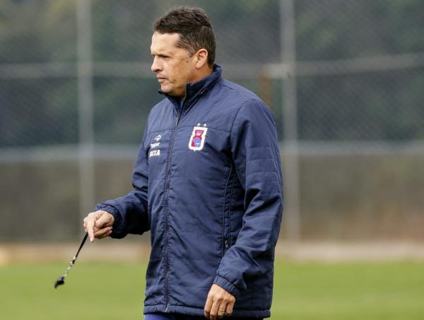 Claudinei quer organizar Paraná e reduzir gols tomados
