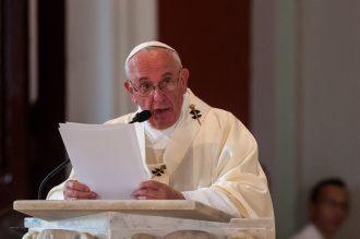 """Em carta aberta, papa fala sobre padres pedófilos: """"Quanta sujeira há na Igreja"""""""