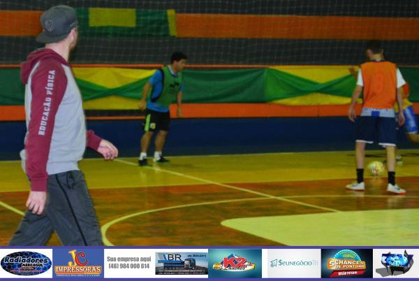 Técnico Márcio Luft coordenando treino tático/Foto:Marcos Prudente