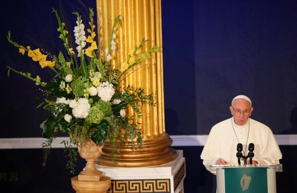 Papa inicia visita à Irlanda e admite fracasso de Igreja em relação aos abusos cometidos pelo clero