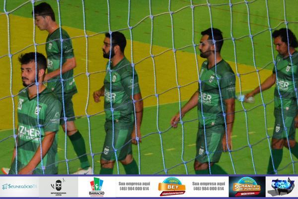 Jogadores saindo de quadra no intervalo de jogo/Foto:Marcos Prudente