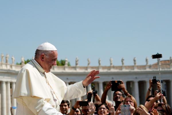 Arcebispo que pediu renúncia do Papa Francisco diz que corrupção chega ao topo da Igreja