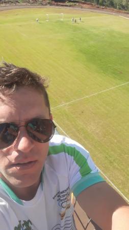 Secretário de Esportes faz checagem nos refletores da Arena Barracão para o Clássico Brasil e Argentina