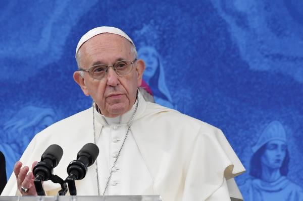 Papa Francisco defende trabalho que dá dignidade frente às finanças