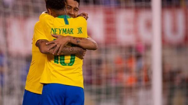 Brasil bate os Estados Unidos por 2 a 0 na primeira partida após a Copa do Mundo e camisa 7 se destaca