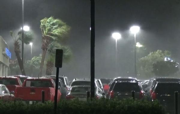 Furacão Florence toca o solo na Carolina do Norte, nos EUA