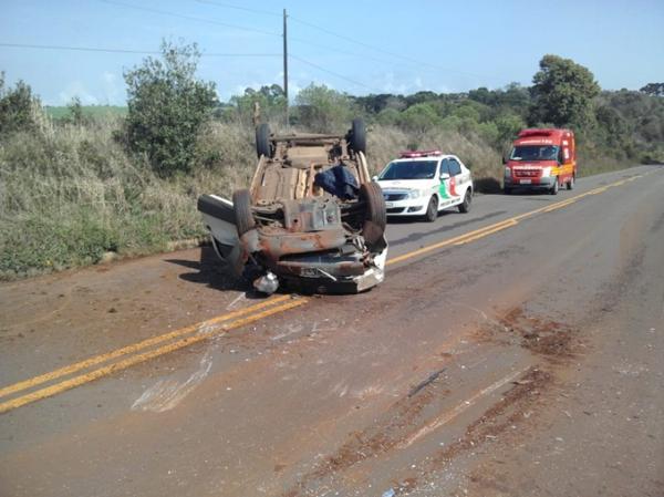 Condutor fica ferido após capotamento na SC-471