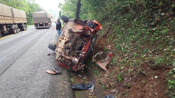 Acidente envolve carro, caminhonete e caminhão na PR-182