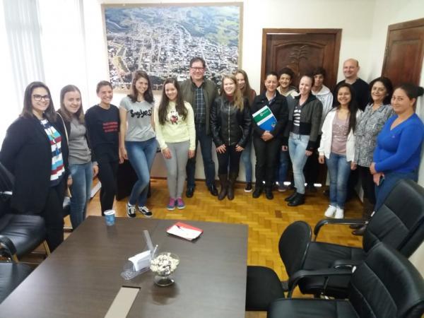 Barracão - Nove jovens iniciam atividades no Programa Menor Aprendiz