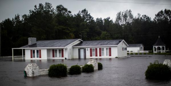 Passagem do furacão Florence deixa 32 mortos e inundações ainda ameaçam cidades dos EUA