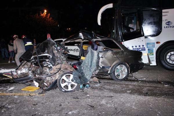 Dois feridos em acidente na PR-483