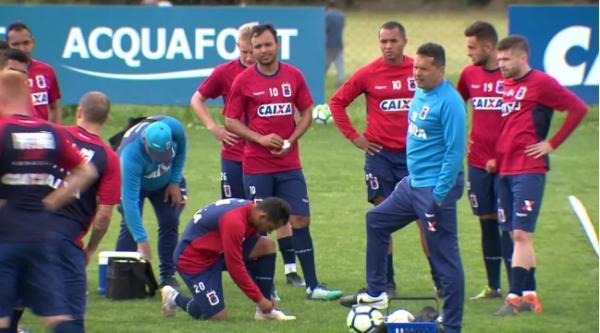 Paraná terá mudança no esquema tático para enfrentar o Atlético-PR, pelo Brasileirão