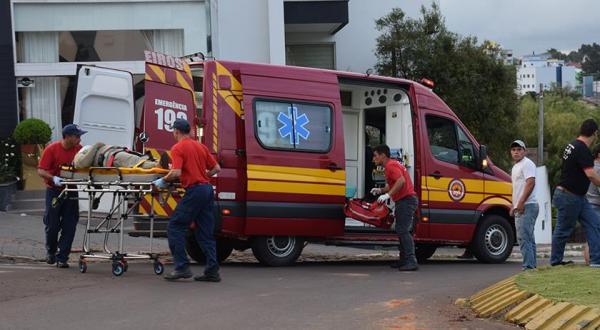 Ciclista é encaminhado ao hospital após queda