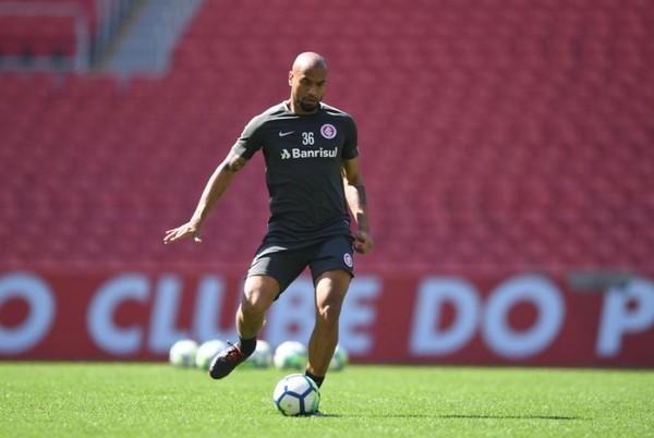 Inter prepara volta de Moledo para confronto com o Santos no Beira-Rio