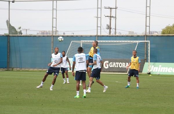 Léo Moura e Cortez fazem trabalho físico, e Grêmio deve ter seis desfalques contra o Palmeiras