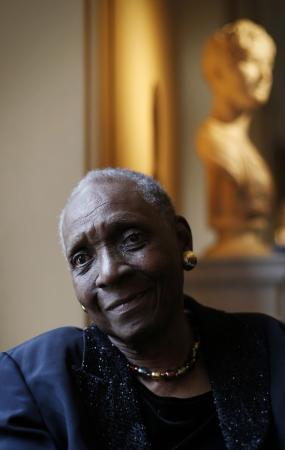 Maryse Condé, autora de Segu, vence Nobel alternativo de literatura