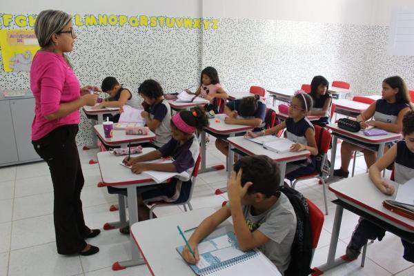 Mulheres não devem ensinar matemática: o que dizia o decreto imperial que inspirou o Dia do Professor