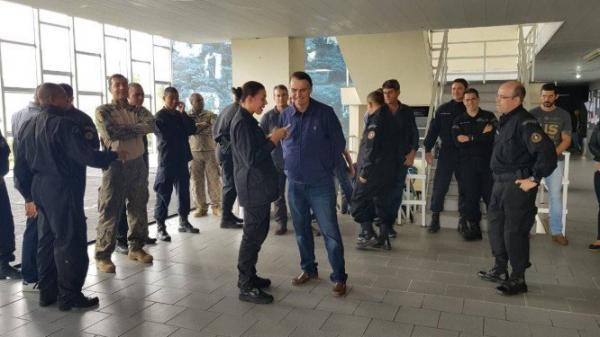 Bolsonaro defende redução da maioridade penal e fim das saidinhas nas prisões