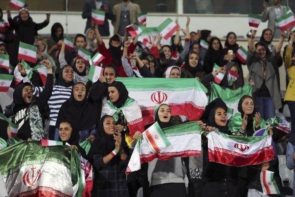 Mulheres recebem autorização para assistir a jogo de futebol no Irã