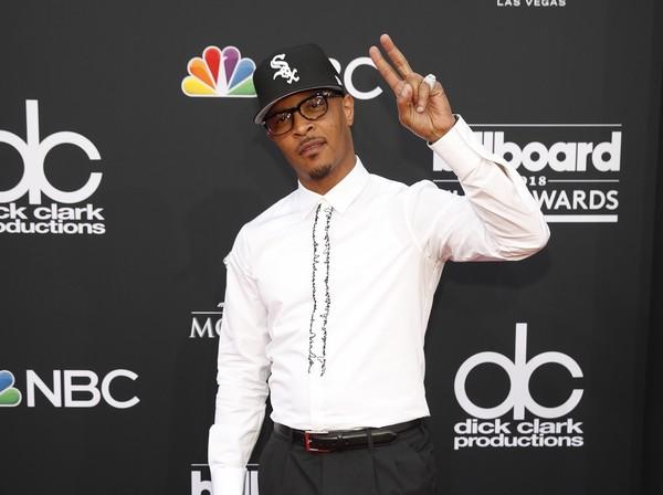 Rapper T.I. é criticado por vídeo sensual com sósia da primeira-dama