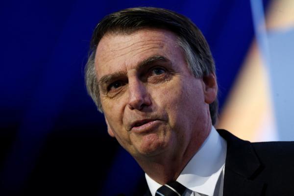 Bolsonaro não se compromete com lista tríplice, mas diz que futuro PGR não será do MP militar