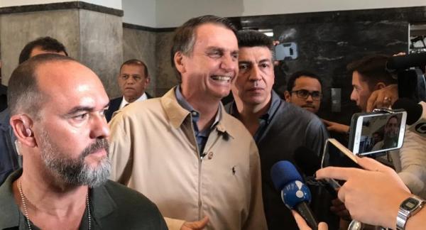 Bolsonaro visita a PF para agradecer a proteção e assina carta de compromisso na Arquidiocese do Rio