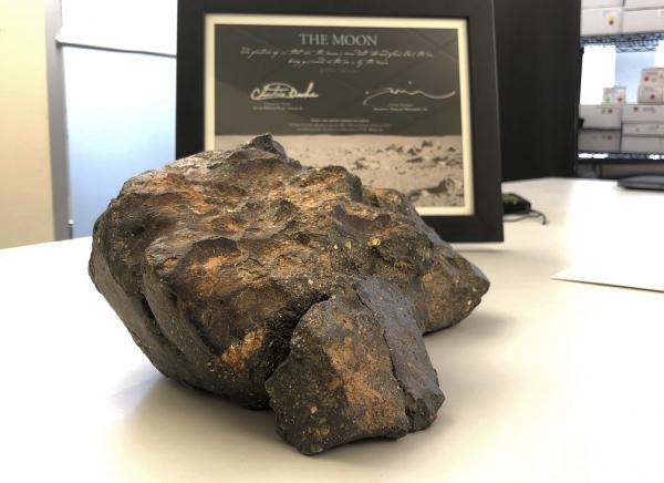 Pedaço da Lua é vendido por mais de US$ 600 mil
