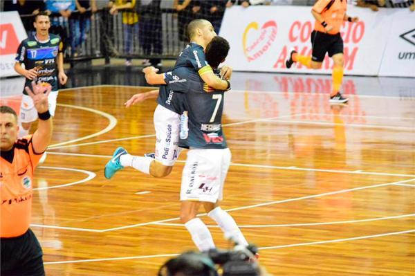 Pato enfrenta o Corinthians para ir pela primeira vez à semifinal da Liga Nacional