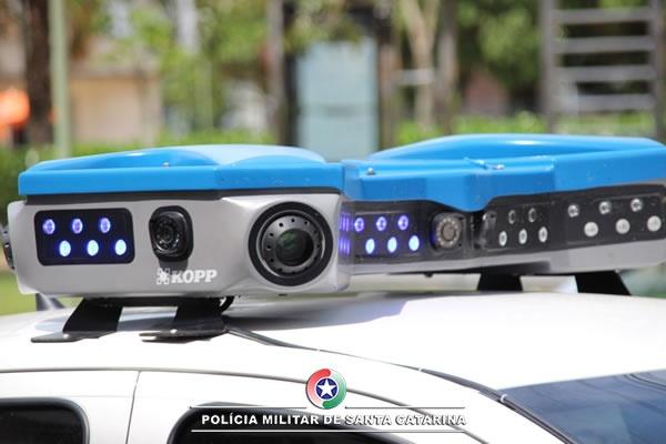 Viaturas da PM poderão receber câmeras externas que identificam veículos e irregularidades